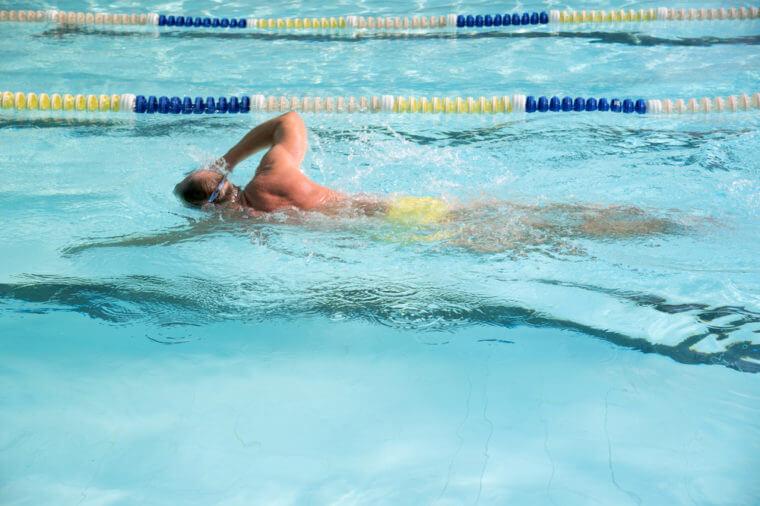 Плавание полезно против сколиоза