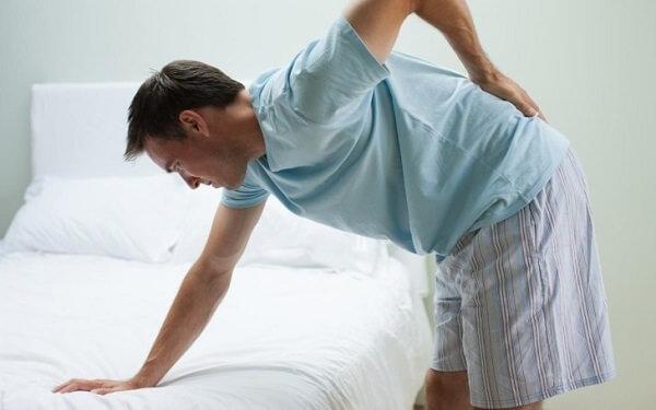 Основные симптомы копчиковой грыжи